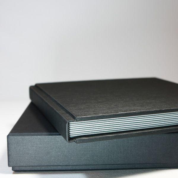 Album Classica, 20x20, Peel&Stick , Farben: Weiß und Schwarz