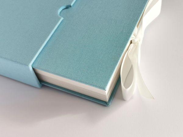 USB Album, Leinen, Peel&Stick,15x15cm für Prints und USB, mit Schuber .Farbe: Arctic Blue